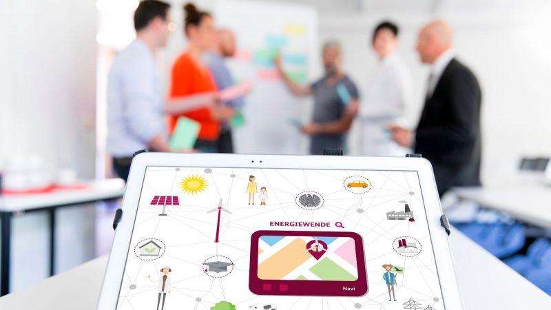 Das Bild zeigt ein iPad, auf dem Symbole mit Bezug zum Thema Energiewende zu sehen sind.
