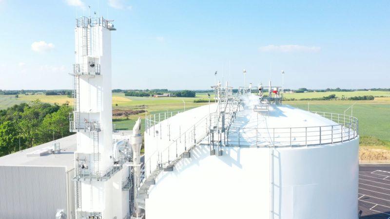 Das Bild zeigt die erste kommerziell genutzte Luftzerlegungsanlage im dänischen  Vejle.
