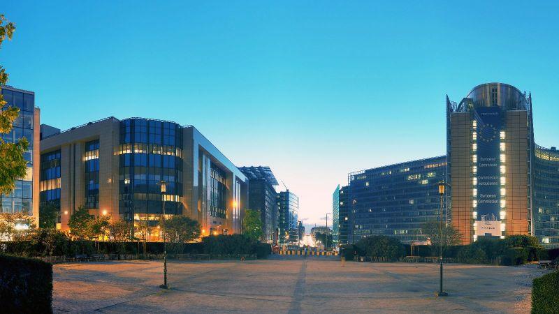 Das Bild zeigt das Gebäude der Europäischen Kommission in Brüssel.