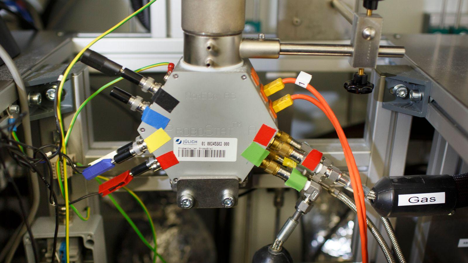 Das Bild zeigt ein Elektrolyse-Modul am Forschungszentrum Jülich.