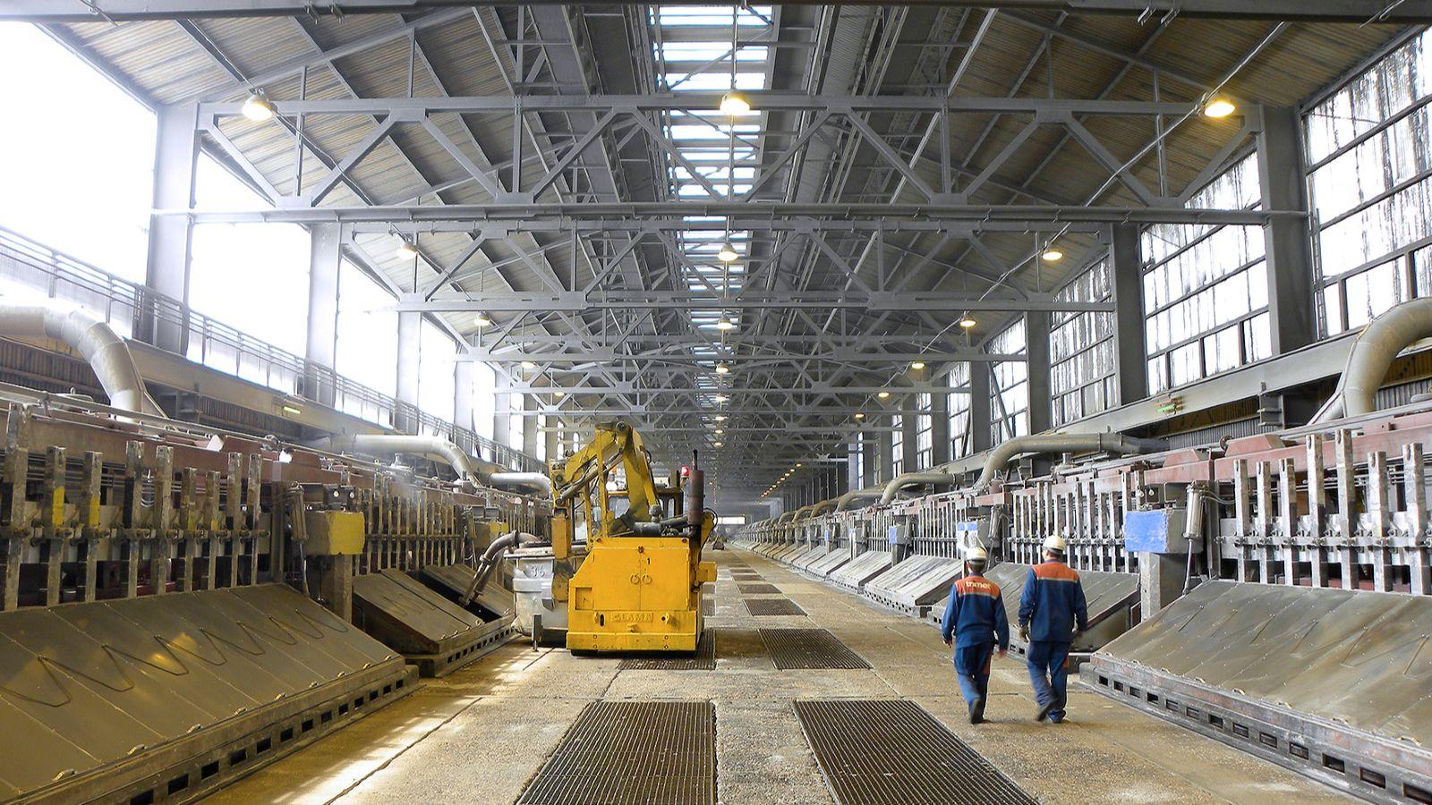 Das Bild zeigt die Elektrolyse-Öfen des Essener Aluminium-Herstellers TRIMET.